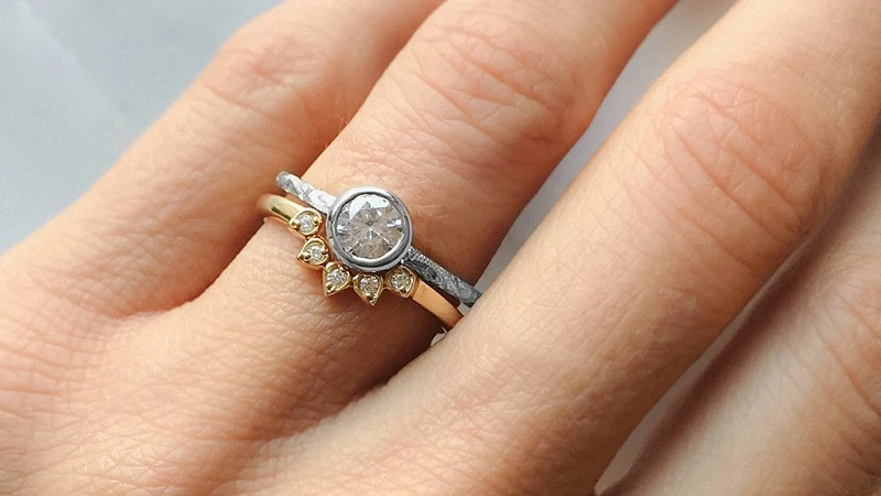 Looking to buy affordable diamond engagement ring online?