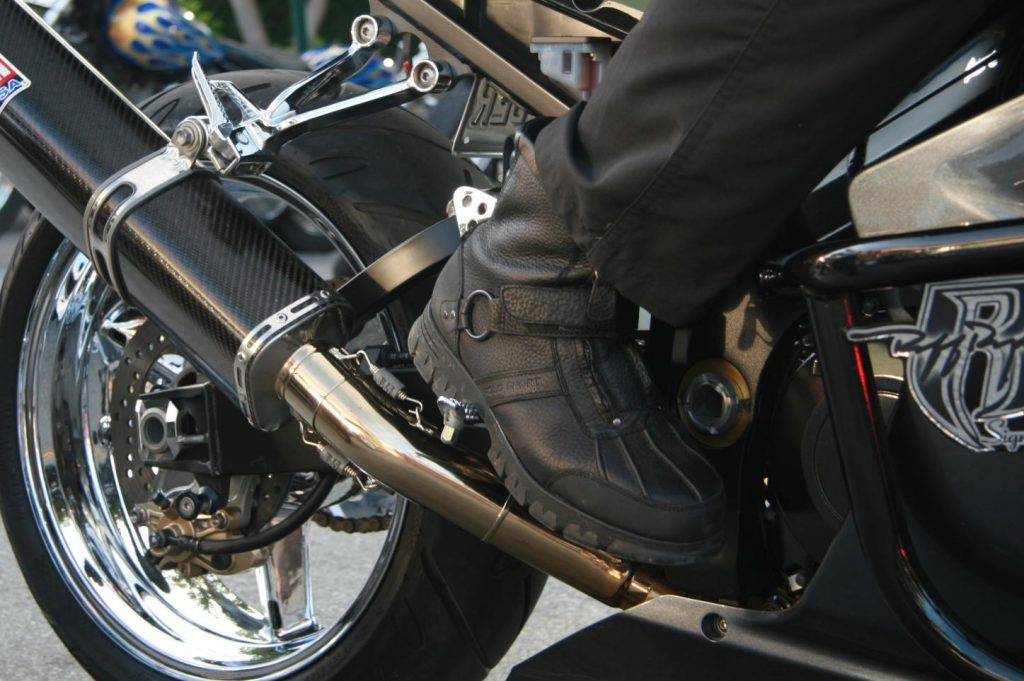 Buying quality, elegant & durable motorcycle boots at low prices is no longer a dream